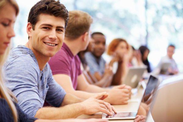 Alumnos de curso de inglés para universitarios
